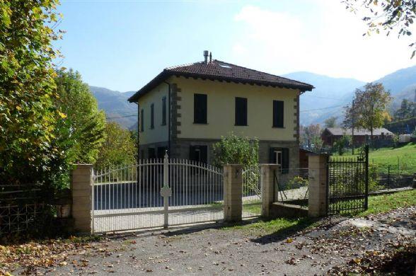 Villa, Frassinoro, ristrutturata