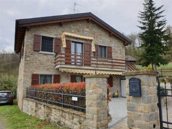 Villa, Montefiorino, ristrutturata