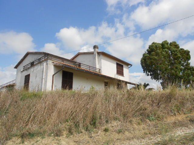Rustico casale, Tuscania, da ristrutturare