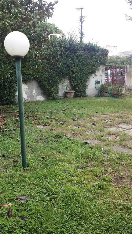 Villa a schiera in Via Della Macchia Snc, Montalto Marina, Montalto Di Castro