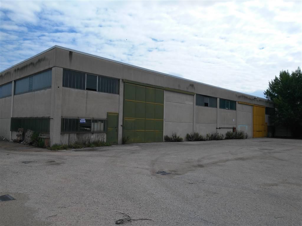 Capannone industriale in Strada Di Sabbione, Semiperiferia Periferia, Terni