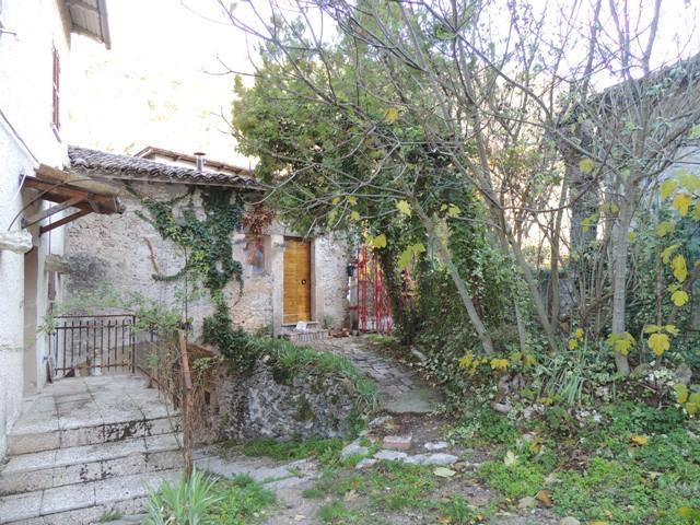 Casa semi indipendente, Rosciano, Arrone, da ristrutturare