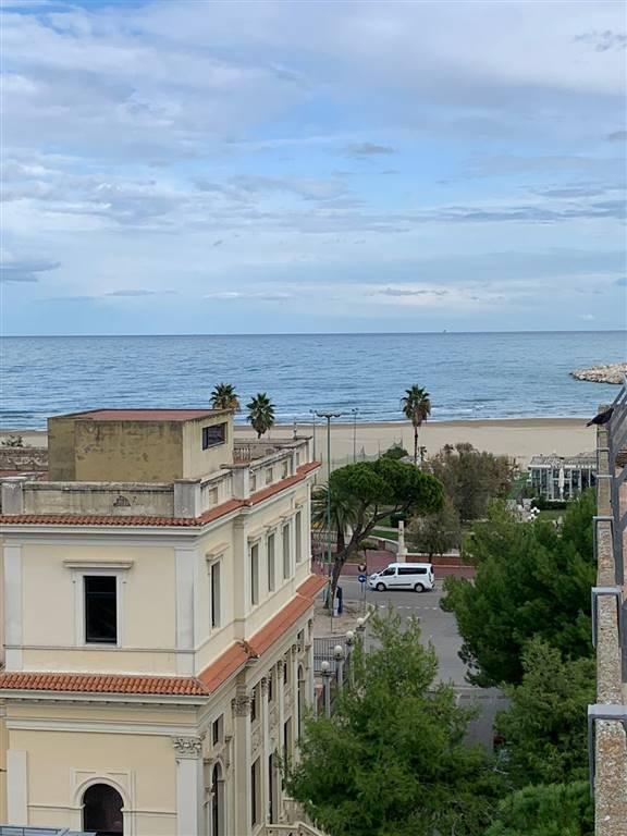 Appartamento in vendita a Giulianova, 7 locali, prezzo € 225.000 | PortaleAgenzieImmobiliari.it