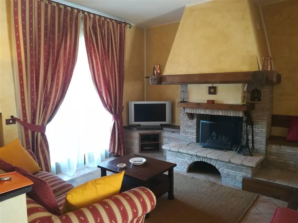 Villa a schiera, Bettolle, Sinalunga, in ottime condizioni