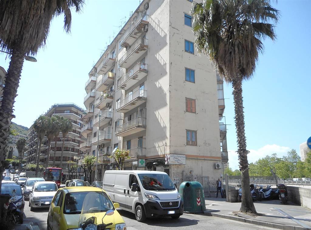 Quadrilocale in Via Cacciatori Dell'irno 3, Irno, Salerno