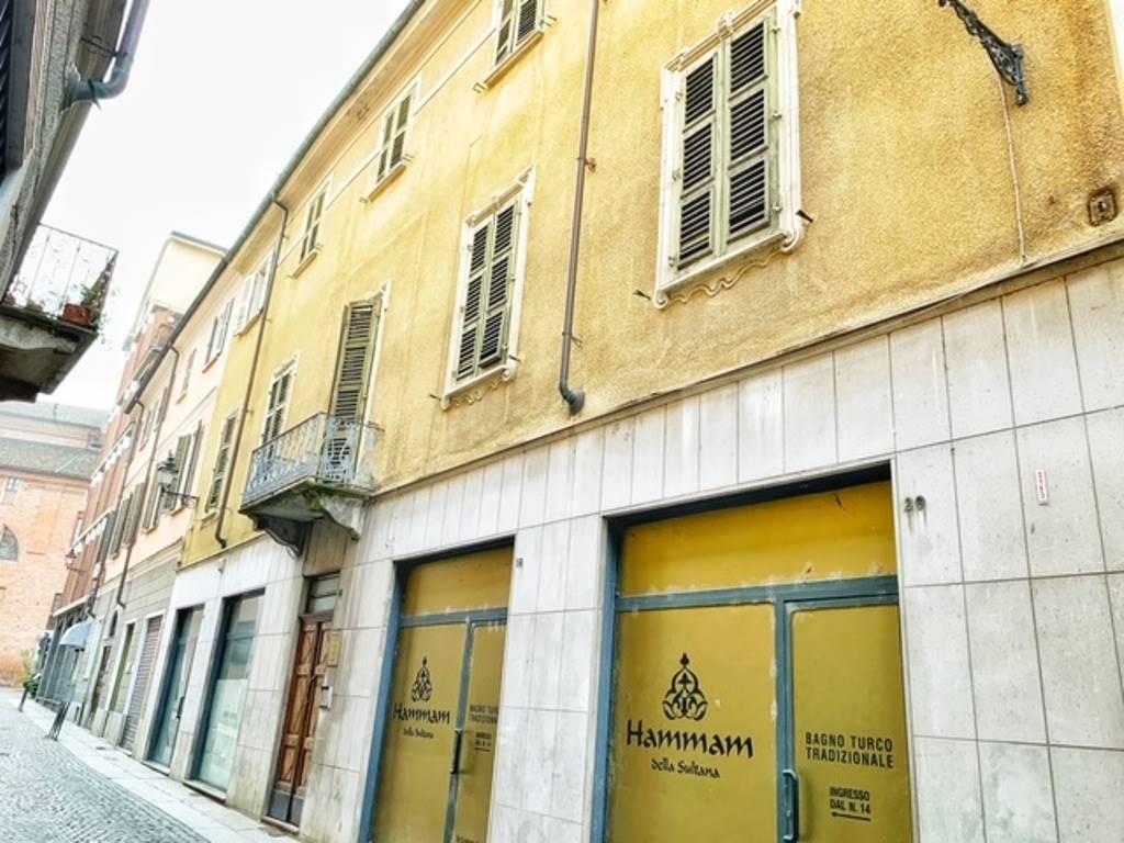 Appartamento in vendita a Tortona, 8 locali, prezzo € 160.000 | PortaleAgenzieImmobiliari.it