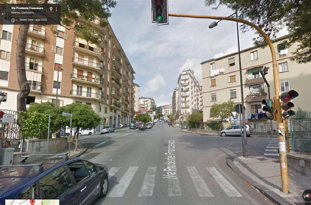 Locale commerciale in Via Costanzella Calenda  1, Carmine, Salerno