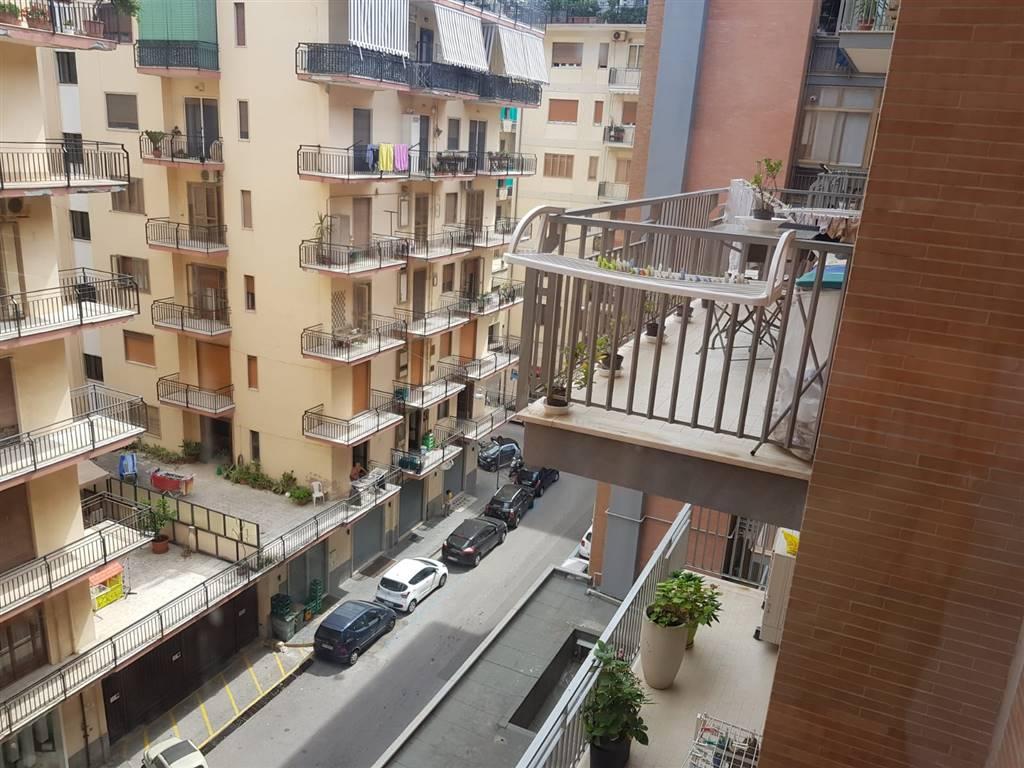 Trilocale in Via Adalgiso Amendola, Centro, Salerno