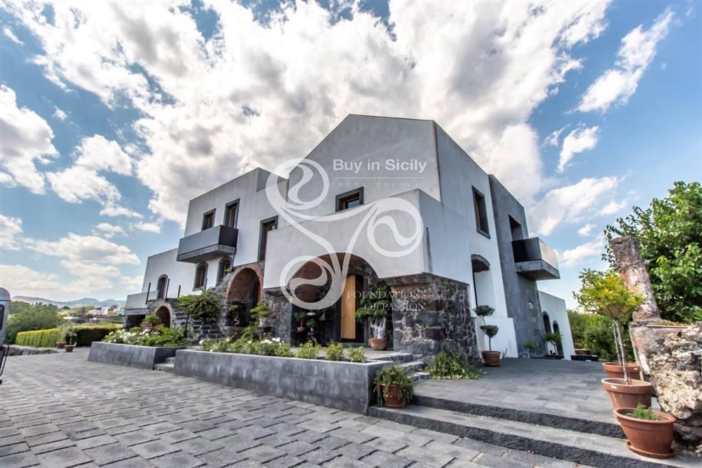 Villa, Acireale, ristrutturata