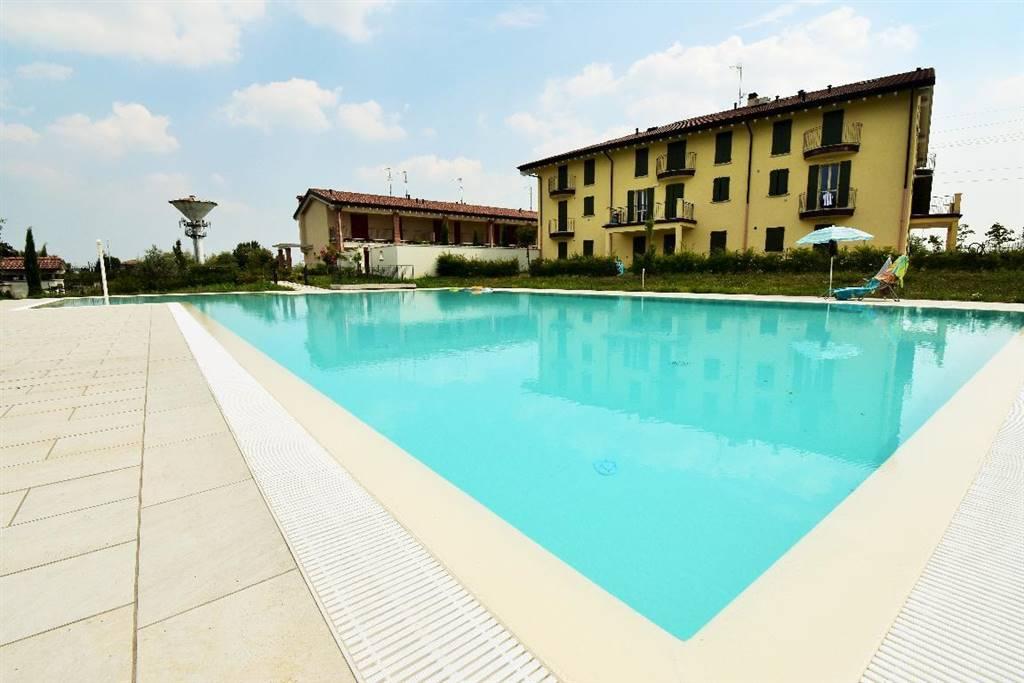 Appartamento in vendita a Desenzano del Garda, 3 locali, zona ltella del Garda, prezzo € 275.000 | PortaleAgenzieImmobiliari.it