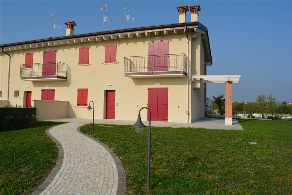 Villa in vendita a Desenzano del Garda, 6 locali, zona ltella del Garda, prezzo € 449.000 | PortaleAgenzieImmobiliari.it