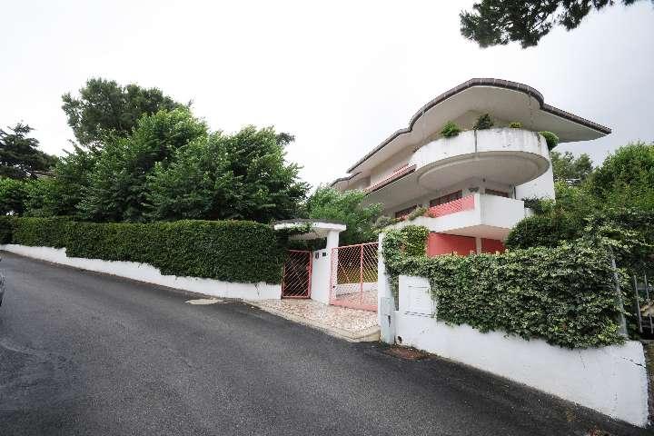Villa in Colle Dei Pini, Riccione