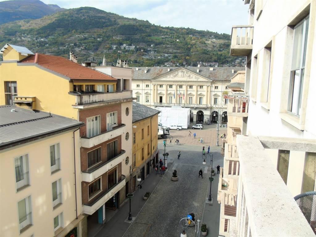 Quadrilocale in Via Conseil Des Commis, Centro, Aosta