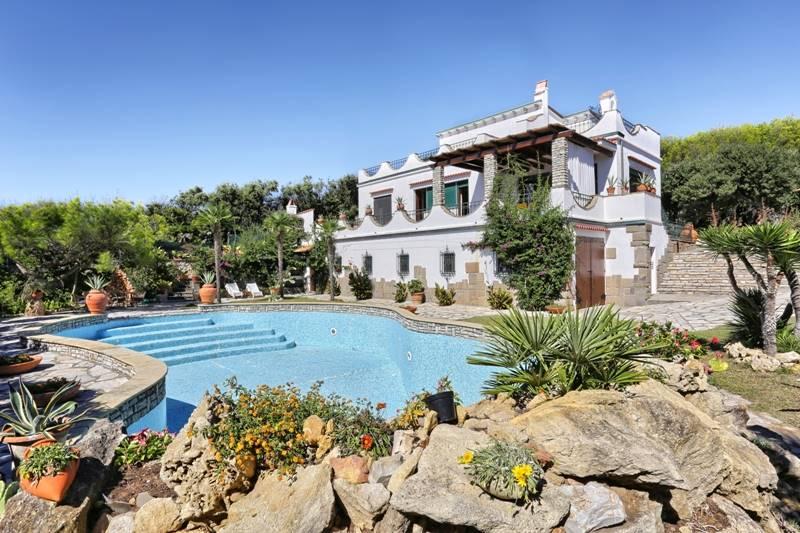 Villa, Castiglioncello, Rosignano Marittimo, in ottime condizioni