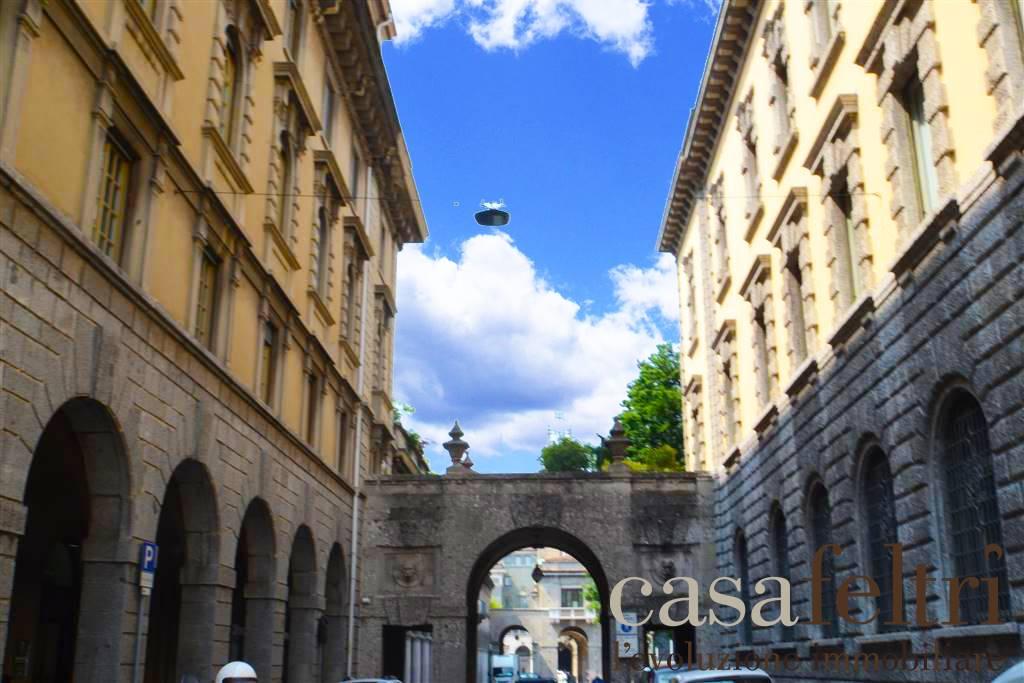 Appartamento in affitto a Bergamo, 6 locali, zona rale, prezzo € 2.300 | PortaleAgenzieImmobiliari.it