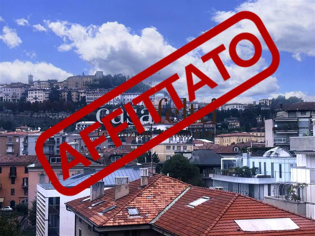 Appartamento indipendente in Via Partigiani, Centrale, Bergamo