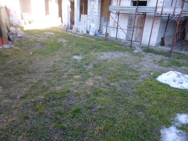giardino davanti casa - Rif. 3464-3015