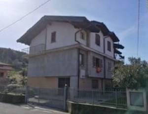 Quadrilocale in Via Santuario 18, Villa Di Serio
