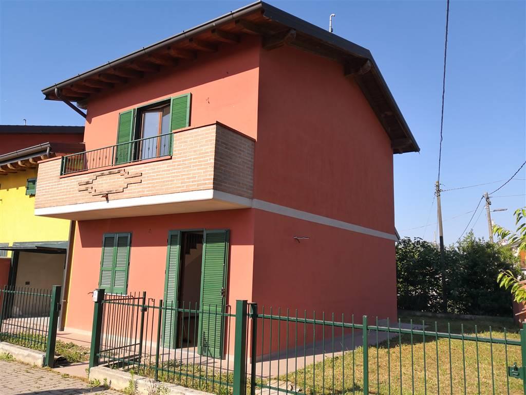 Bifamiliare, Alberone, Chignolo Po, seminuovo