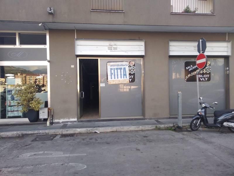 Locale commerciale in Viale Giuseppe Verdi, Arbostella, Salerno