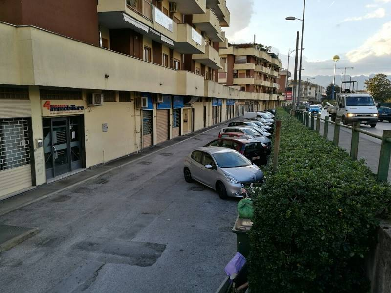 Locale commerciale in Viale Wagner, Arbostella, Salerno