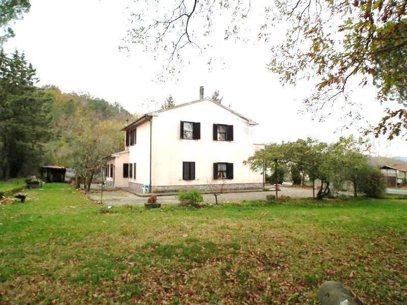 Rustico casale, Montegemoli, Pomarance, abitabile