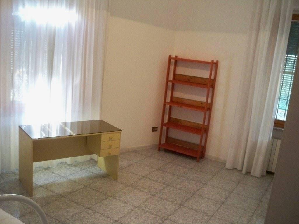 Stanza / Camera, Lungarni, Pisa, in ottime condizioni