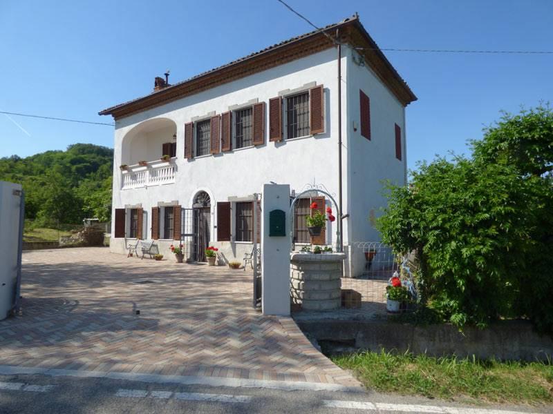 Villa in vendita a Mombello Monferrato, 9 locali, prezzo € 370.000 | PortaleAgenzieImmobiliari.it