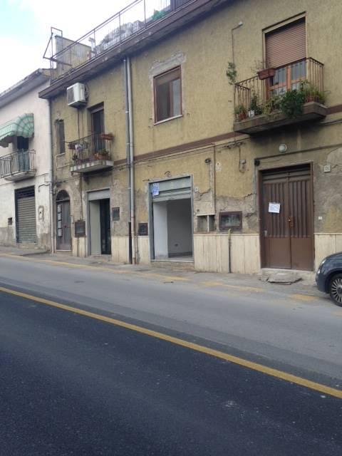 Attività commerciale in Via Dei Greci, Fratte, Salerno