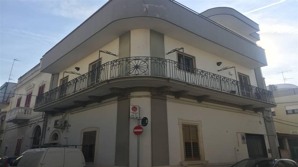 Trilocale, Canneto, Adelfia