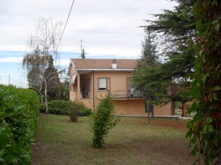 Villa, Castana, in ottime condizioni
