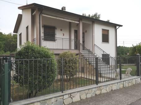 Villa, Broni, ristrutturata