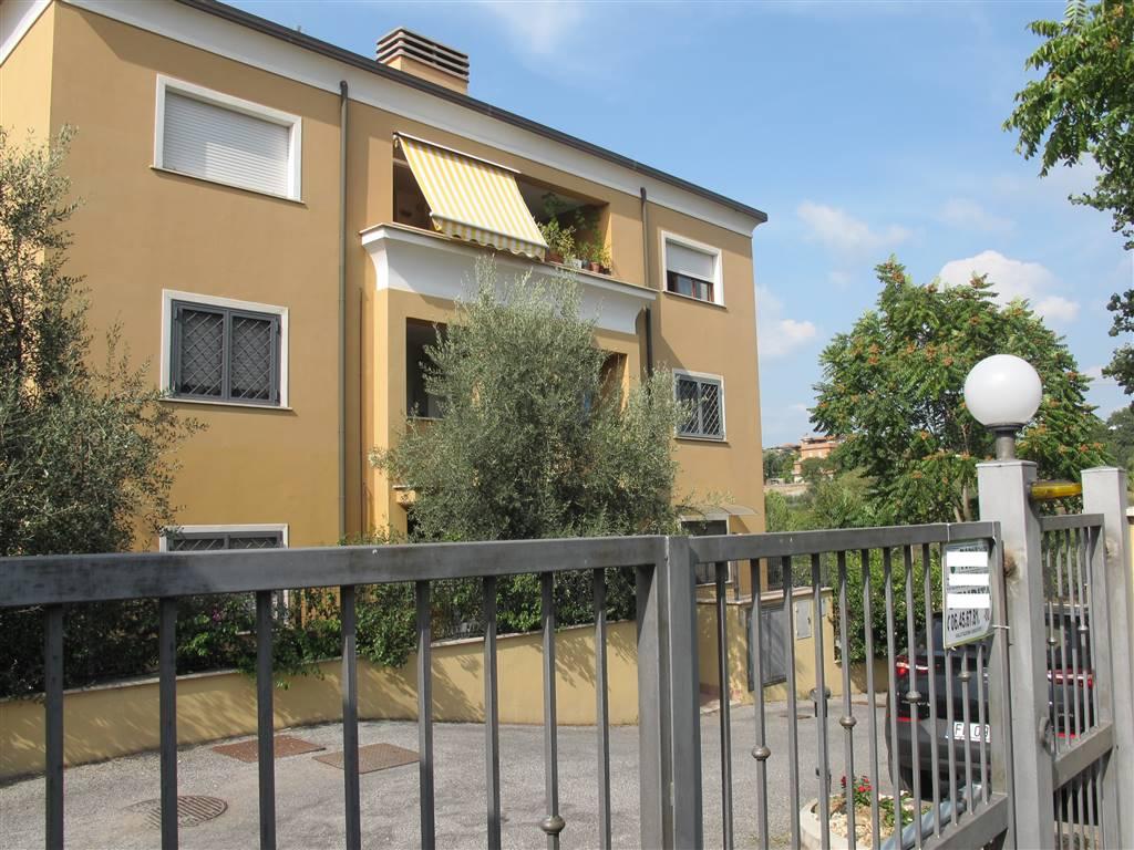 Trilocale in Via Fosso Dell' Osa  462, Roma