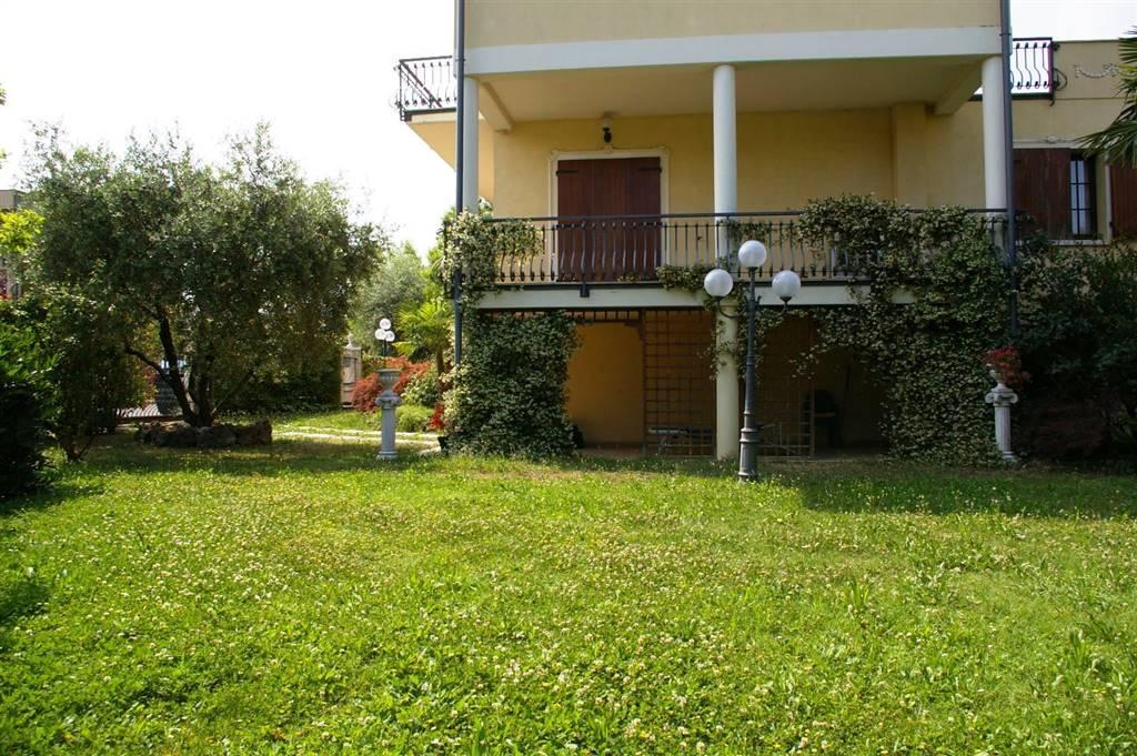 Villa, Rivoltella Del Garda, Desenzano Del Garda, in ottime condizioni
