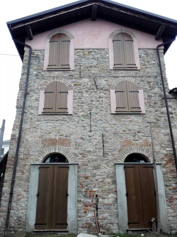 Villa in Piazza Xxiv Maggio, Montalto Pavese