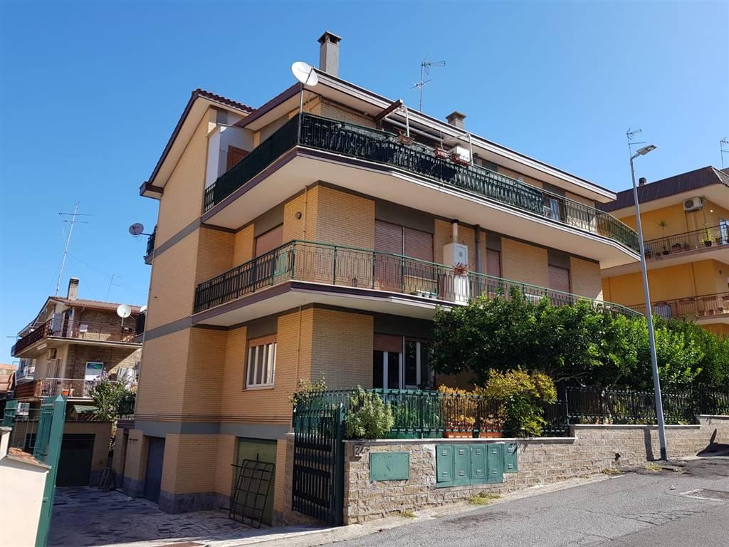 Quadrilocale in Via Gino Rocca 22, Roma