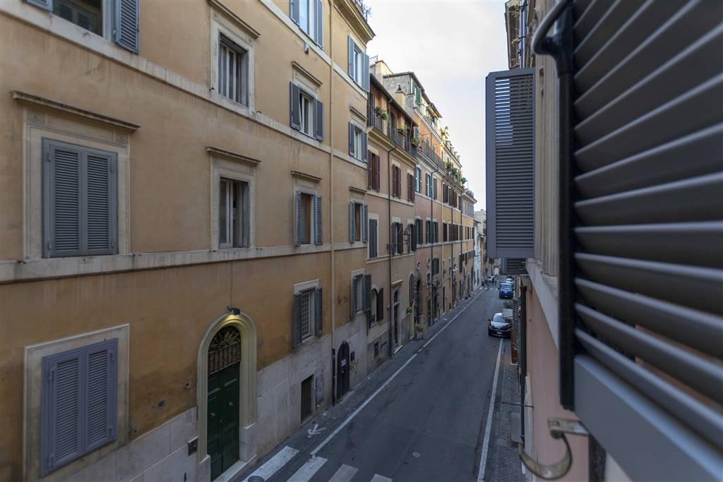 Locale commerciale in Via Della Purificazione 48, Centro Storico, Roma