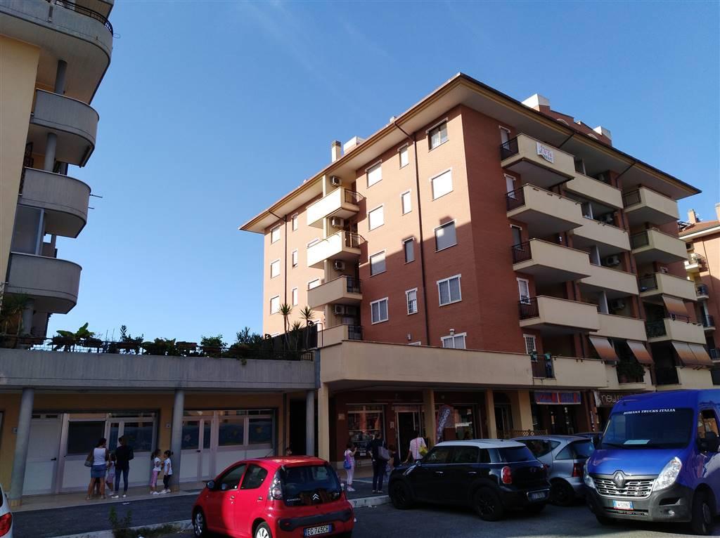 Stanza / Camera in Largo Alfonso Favino 5, Torvergata,morena,romanina, Roma