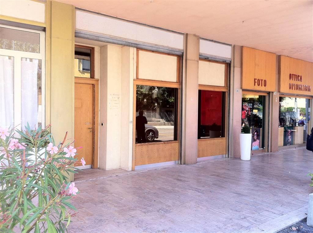 Negozio / Locale in affitto a Borgo Virgilio, 2 locali, prezzo € 500 | CambioCasa.it