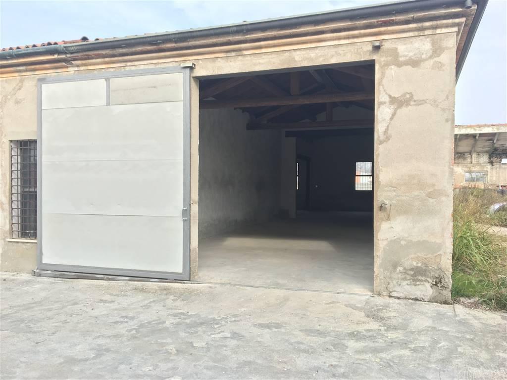 Magazzino in affitto a Borgo Virgilio, 3 locali, zona Località: ROMANORE, prezzo € 400 | CambioCasa.it