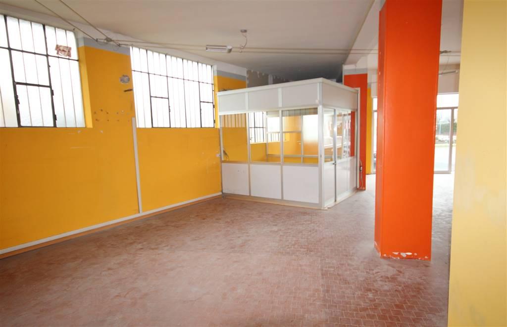 Negozio / Locale in affitto a Mondovì, 4 locali, zona Località: ALTIPIANO, prezzo € 1.300 | PortaleAgenzieImmobiliari.it