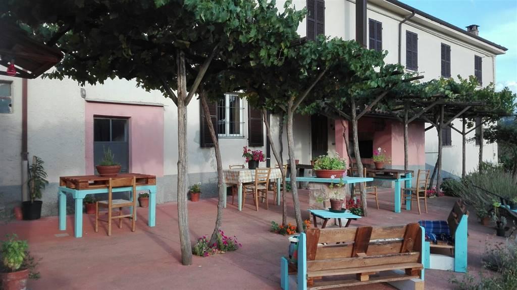 Villa in vendita a Spigno Monferrato, 13 locali, prezzo € 300.000 | PortaleAgenzieImmobiliari.it