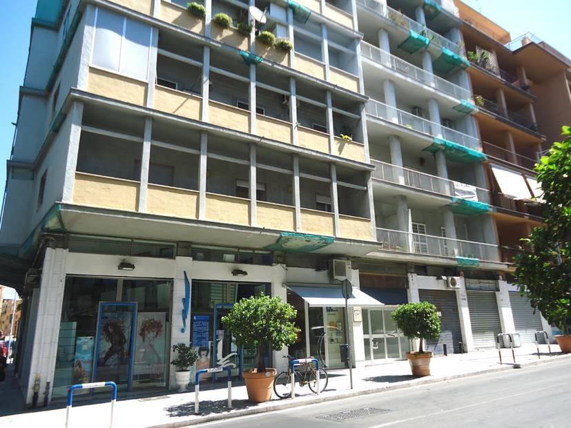 Negozio in Via Pasubio  187b, Carrassi, Bari