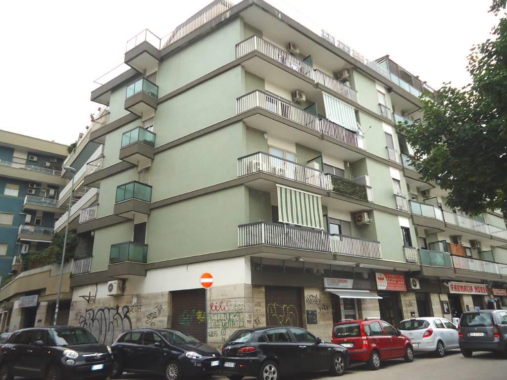 Negozio in Via Campione  44, Picone, Bari