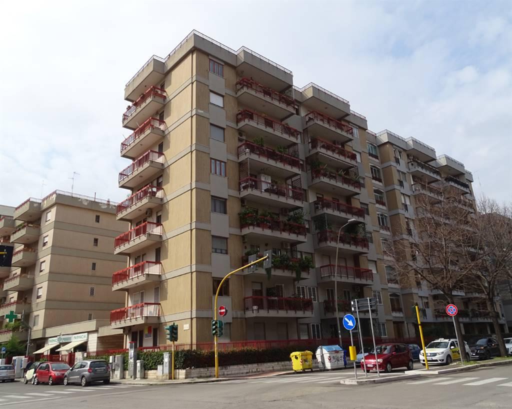 Trilocale in Via Robert Kennedy 1/a, Poggiofranco, Bari