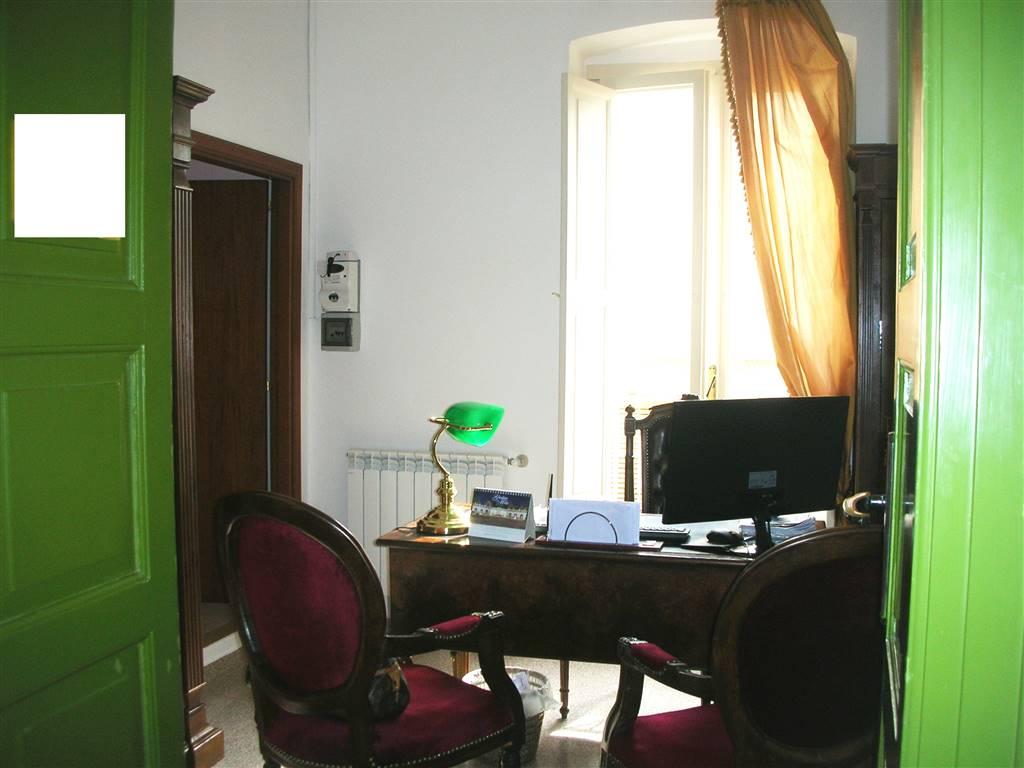 Ufficio / Studio in vendita a Canosa di Puglia, 3 locali, prezzo € 89.000   CambioCasa.it