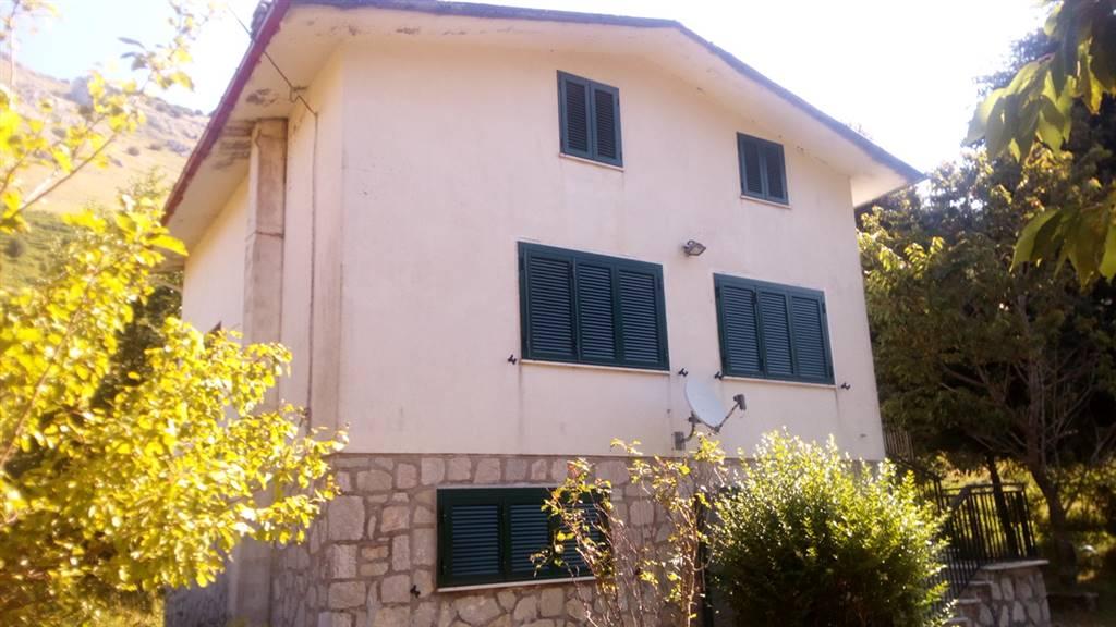 Villa, Letino