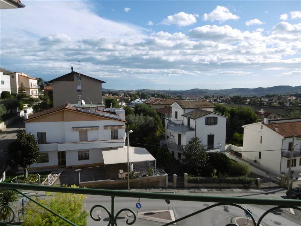 Quadrilocale, Osimo, abitabile