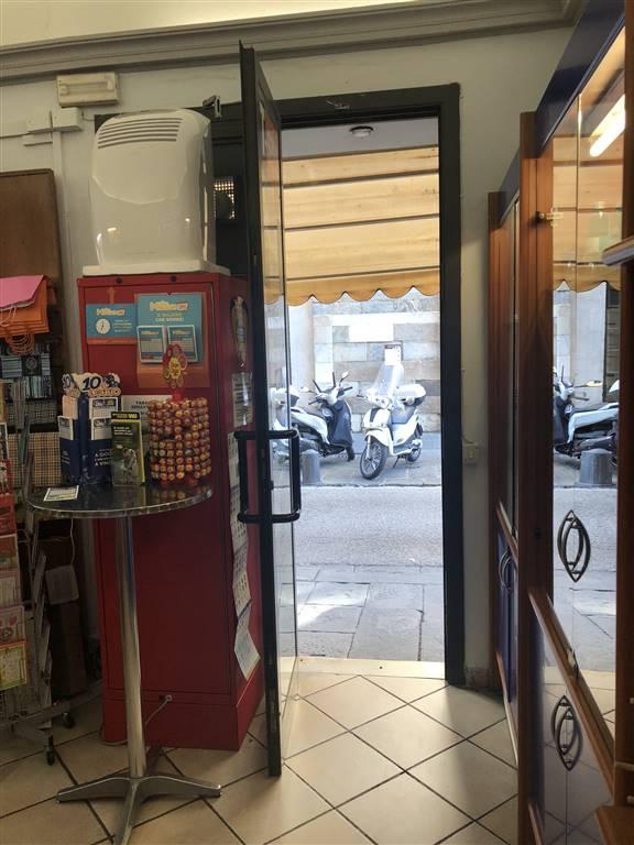 Attività commerciale in Via Cavour  3, Quartiere San Francesco, Pisa