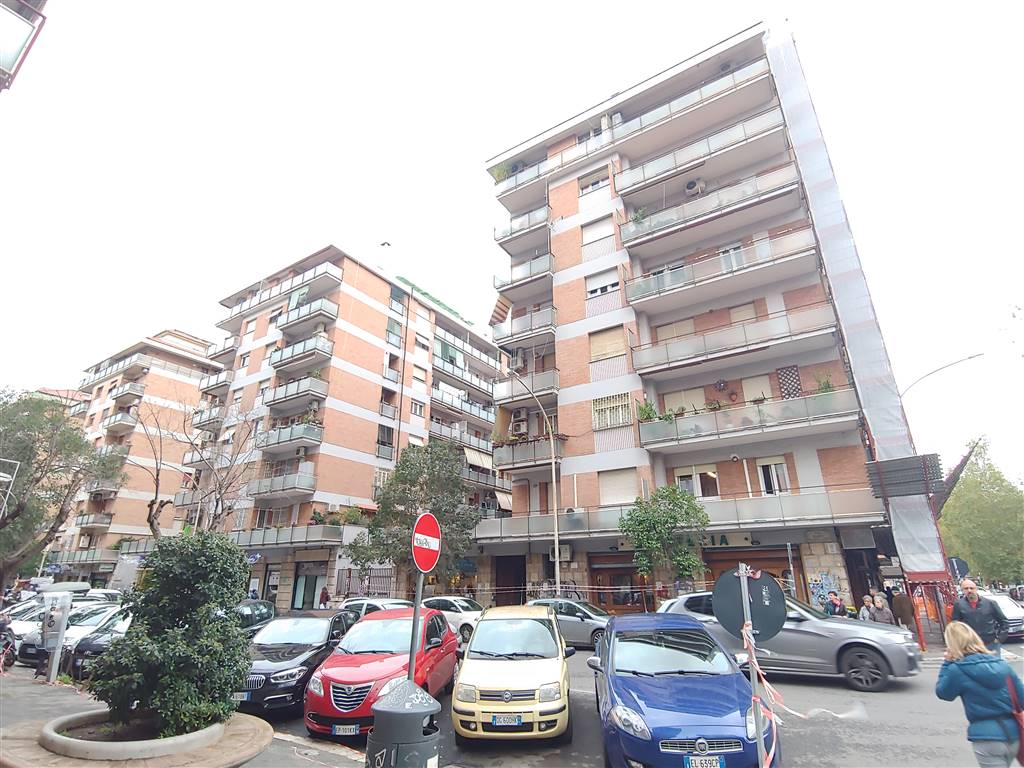 Bilocale in Via Valerio Corvo 171, Tuscolano, Don Bosco, Cinecittà, Roma